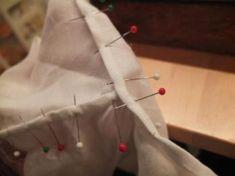 Den andre sømmen her må strekkes litt. Sewing Clothes, Vest, Gift Wrapping, Quilts, Tutorials, Patterns, Ideas, Decor, Hardanger
