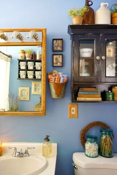 Cozy Farmhouse Style in Chicago House Tour: Cozy Farmhouse Style in Chicago City Farmhouse, Farmhouse Style, Chicago House, Chicago Chicago, Chicago Apartment, Rural Retreats, Wall Boxes, Apartment Therapy, Decoration