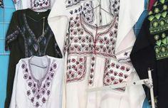 Arte textil y bordados indígenas de México, una guía para distinguir los distintos tipos -Más de México Mexican Textiles, Mexican Blouse, Mexican Folk Art, Kimono Top, Mexico, Rompers, Boho, Unique, Shopping