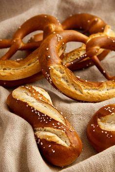 Dinkellaugenbrezel - Plötzblog - Selbst gutes Brot backen - http://back-dein-brot-selber.de/brot-selber-backen-rezepte/dinkellaugenbrezel-ploetzblog-selbst-gutes-brot-backen/