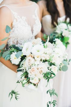 Relaxed and elegant, with visions of the ocean all around, as romantic as can be: this California wedding is everything and more!