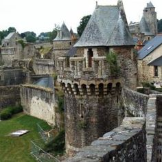 Fougeres Castle, Brittany - France http://www.stopsleepgo.com/vacation-rentals/brittany/france