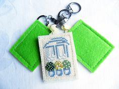 Брелок для ключей Окна любимого дома, ручная вышивка крестом, фетр  © https://www.livemaster.ru/item/24594091-aksessuary-brelok-dlya-klyuchej-okna-lyubimogo-doma-ruchnaya-