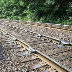 The photo shows what happens when a train with multiple engines has the brakes applied, but an engine does not get a signal to shut down. Life Is Strange, Rail Train, Train Map, Railroad Pictures, Train Pictures, Random Pictures, Old Trains, Good Ole, Steam Locomotive