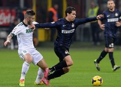 Hernanes of FC Inter Milan and Luca Marrone of US Sassuolo Calcio (L) compete for the ball during the Serie A match between FC Internazional. Football Predictions, Reggio Emilia, Antara, A Team, Bologna, Milan, Baseball Cards, Running, Sports