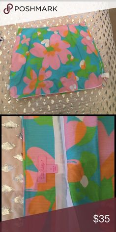 Lilly Pulitzer skort Only worn a few times. In great condition Lilly Pulitzer Skirts Mini