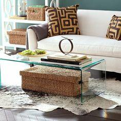 table de salon en verre et tapis fausse fourrure pour le salon