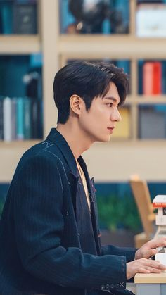 Drama Korea, Korean Drama, Asian Actors, Korean Actors, Lee Min Ho Wallpaper Iphone, Wallpaper Lockscreen, Lee Min Ho Dramas, Lee Min Ho Photos, Netflix