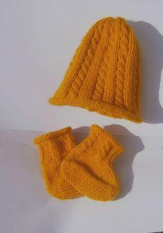 Bonnet et chaussons bébé à torsades jaune moutarde : Mode Bébé par marie-boutdefil