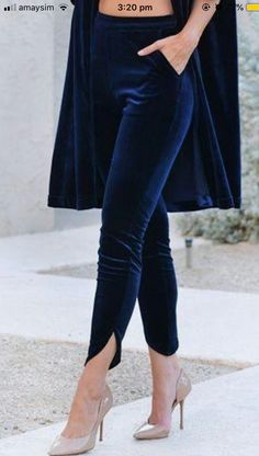 Navy velvet clothes Button trousers outfit ideas for women. Cute valentines day Source by devonyeb ideas pantalon Fashion Pants, Look Fashion, Fashion Dresses, Womens Fashion, Women's Clothing Fashion, Navy Clothing, Fashion 1920s, Sporty Fashion, Ski Fashion