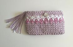 beautiful and elegant tote bag with tassel, and a close button.  made of trapillo-crochet XL (zpagetti yarn).  With summer colours such as pink, clear and white lilac. style boho, very Mediterranean.  measures 27cm (10.6 in) high and 17cm (7 in) wide approximately.  It is sent in letter certified with tracking number, to follow your order  Hand made with much honey and mimo!  If you are looking for similar things you have more in our store  visit us!  myladiesandmte.Etsy.com and…