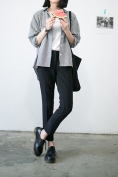 Striped button down shirt Uni Outfits, Casual Work Outfits, Korean Outfits, College Outfits, Cool Outfits, Ulzzang Fashion, Hijab Fashion, Korean Fashion, Fashion Outfits