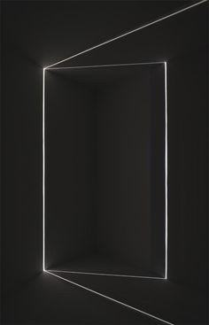 Chris Fraser Instalaciones minimalistas en las que la luz se filtra por finas rendijas. Así son las piezas que el artista Chris Fraser construye para los espacios en los que expone.