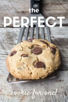 the ultimate secrets for making the PERFECT cookie for one! This easy chocolate chip cookie recipe makes one single serve cookie... theviewfromgreatisland.com