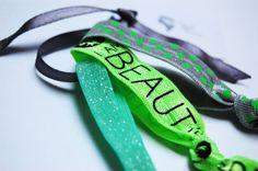 BEAUTIFUL Geknotete Haargummis 3er Set #haargummis #geknotet #haargummi #frisur #haar #styling #armband #grün #neon #boho #wunderschön #beautiful #hippie #punkte #gepunktet #haarband Hippie Boho, Friendship Bracelets, Personalized Items, Beautiful, Jewelry, Fashion, Dots, Knot, Armband