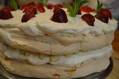 Delicii la Băcănia Veche #bacaniaveche #romanianfood #cakes #pavlova #capsuni #food #dessert Pavlova, Traditional, Cake, Desserts, Food, Tailgate Desserts, Deserts, Kuchen, Essen