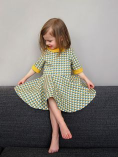 Love this dress! StraightGrain. A blog about sewing: How to become the most popular mom on the planet