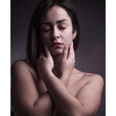 #retrato #portrait #mujer #female #woman #profotob1 #profotoglobal #fujifilm #fujifilmglobal #gfx50s Fujifilm, Woman, Female, Portrait, Instagram, Portraits, Headshot Photography, Women, Portrait Paintings