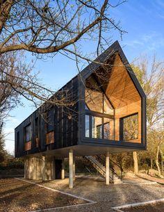Sojenica na Savi kao utočište od gradske vreve Tiny House Cabin, Tiny House Design, Modern House Design, Architectural Design Studio, Architecture Design, Modern Barn House, Casas Containers, A Frame House, Pole Barn Homes