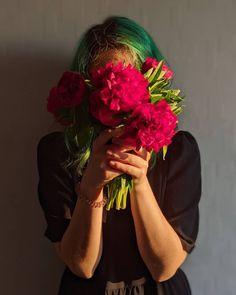 #greenhair #peonies #spring Green Hair Girl, Peonies, Archive, Crown, Spring, Fashion, Moda, Corona, Fashion Styles