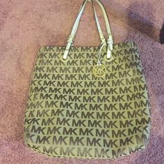 LAST CHANCE FINAL MARKDOWN☀️⭐️Authentic MK purse MARKED FROM 60-50 DOLLARS) Used but still in great shape :) no stains but the handles do show signs of wear but it's MK so it was made to last .                                 I don't trade   please make an offer using the offer button only. Offers through comments won't be considered.  Remember Poshmark takes 20% of whatever the item is priced at so offer reasonably. MICHAEL Michael Kors Bags Totes