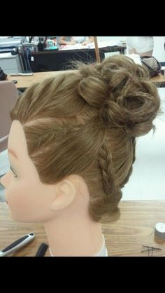 Experimenting with styling on my manikin