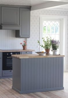Kitchen Decoration: Color Trends and Ideas 2019 - Home Fashion Trend Scandinavian Interior Design, Scandinavian Home, Kitchen Decor, Kitchen Design, Kitchen Cabinets, Ikea Bodbyn Kitchen, Interior Decorating, Sweet Home, House Styles