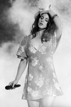 Lana Del Rey premieres her new single West Coast at Coachella