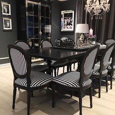 """JULEKLENDER ( i dag 6 desember)  25% rabatt på """"Adele #spisestuestol"""" En lekker og komfortabel stol trukket i kvalitetsstoff. Designet gir et tøft og tidløst uttrykk. Denne stolen er like fin rundt spisebordet som til et skrivebord eller i en entre.  Mål: Sittehøyde: 49 cm Bredde: 57 cm. Fra gulv til toppen av rygg: 94cm.  Tilbudet er tol kl 00.00 i kveld. Se mer på www.classicliving.no"""