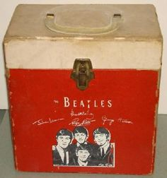 the beatles record case OMG! If I could I would OWN THIS!!!