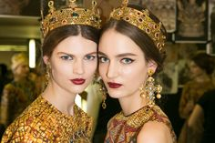 We spoke with the national makeup artist at Dolce & Gabbana to learn about the latest beauty trends for fall. Beauty Makeup, Hair Makeup, Hair Beauty, Beauty Trends, Beauty Hacks, Dolce And Gabbana Makeup, Green Lipstick, Honeymoon Outfits, Polish Models