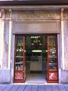 Pasticceria Pintauro, Via Toledo, 275 Napoli. From 1785 the best sfogliatella riccia and frolla of Naples