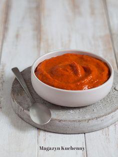 Przepis na ajwar - lekko pikantną pastę warzywną z opiekanej czerwonej papryki i pieczonych bakłażanów, z dodatkiem ostrej papryczki, czosnku i oliwy. Dip, Pudding, Pasta, Grill, Desserts, Recipes, Tailgate Desserts, Salsa Music, Puddings