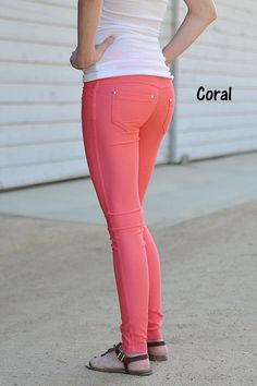 Colored jeggings are super trendy this fall/winter season! Get the look of your favorite jeans with the comfort of your favorite leggings! Sizing : S/M M/L Materials : Cotton/Polyester/Spandex Colored Jeggings, Colored Denim, Sporty Outfits, Cool Outfits, Summer Outfits, Jeggings Outfit, Jeans Leggings, How To Wear Scarves, Winter Season