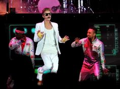 Fans went wild at Justin Bieber's sold-out show in Jo'burg Justin Bieber, Stage, Concert, Fans, Places, Followers, Concerts, Scene, Lugares