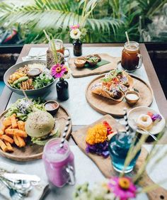 We have collaborated withElsa from Elsa's Wholesome Life to bring you this collection of 10 of her favourite presets that she uses to edithervibrant food pho
