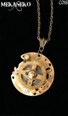 Collier steampunk avec de véritables engrenages sur plaque de réveil en laiton : Collier par mekaneko