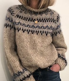 Ravelry: Skaanevik sweater pattern by Siv Kristin Olsen Knitting Kits, Sweater Knitting Patterns, Knitting Sweaters, Hand Knitted Sweaters, Knitting Stitches, Free Knitting, Knit Fashion, Look Fashion, Fashion Details