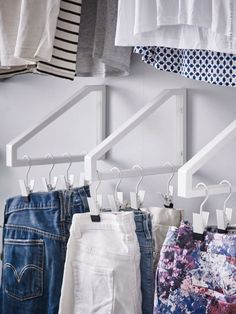 Space Saving DIY IKEA Hacks for Small Closets Whether you've got a tiny closet off one of the guest bedrooms or a walk in clothes closet off the master, these ideas will give you more storage and organization inspiration! Small Closet Space, Tiny Closet, Small Closets, Small Rooms, Bedroom Closet Ideas For Small Spaces, Diy Walk In Closet, Clever Closet, Ikea Small Spaces, Apartment Closet Organization
