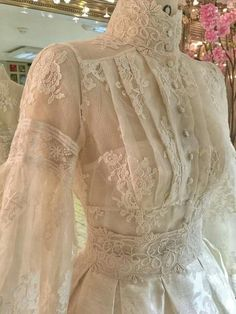 Mermaid Bateau Court Train Lace Wedding Dress with Bead Tesettür Gelinlik Modelleri 2020 Vestidos Vintage, Vintage Gowns, Mode Vintage, Vintage Outfits, Vintage Fashion, Edwardian Fashion, Victorian Dresses, Victorian Gothic, Gothic Lolita