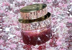 𝗕𝗲𝗮𝘂𝘁𝘆: 𝗠𝗶𝗰𝗵𝗮𝗲𝗹 𝗞𝗼𝗿𝘀 | 𝗪𝗼𝗻𝗱𝗲𝗿𝗹𝘂𝘀𝘁 𝗦𝗲𝗻𝘀𝘂𝗮𝗹 𝗘𝘀𝘀𝗲𝗻𝗰𝗲  A must try. Fragrance - eau de parfum - Wonderlust Sensual Essence brings you into the garden of cherry trees, jasmine and peony. 𝗩𝗶𝘀𝗶𝘁 𝘂𝘀: http://www.sheistheone.ch/2017/08/beauty-michael-kors-wonderlust-sensual.html #BeautyBlogger #Fragrance #beauty #blogger #Switzerland