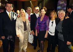 Wilma Arévalo, del Sheraton Lima, departe con sus invitados.