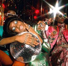 "driflloon: "" nicole, elibeidy, and alicia for gucci eyewear "" Mode Disco, Disco 70s, Disco Night, 70s Party, Disco Party, Disco Theme, Retro Party, Ideas For Photoshoots, 70s Inspired Fashion"