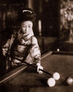 vintage everyday: 35 Interesting B&W Photos of Women Playing Billiards in the Past