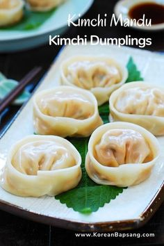 Korean Dumplings, Vegan Dumplings, Homemade Dumplings, Dumpling Recipe, Korean Kimchi, Kimchi Kimchi, Vegetable Dumplings, Dumpling Filling, Korean Dishes