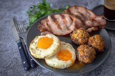 Bacon and Eggs with Spicy Breakfast Mushrooms Healthy Grilling Recipes, Grilled Steak Recipes, Pork Recipes, Pulses Recipes, Mexican Corn Salad, Stuffing Ingredients, Tomato Chutney, Stuffed Mushrooms, Stuffed Peppers