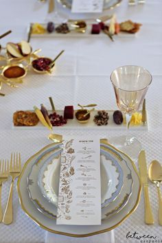 This is Just What Your Rosh Hashanah Table Needs (Plus! Free Simanim Cards!) We've got the perfect way to serve the simanim and a beautiful simanim card download! Rosh Hashanah Menu, Yom Teruah, Jewish Recipes, Deco Table, Decoration Table, Holiday Recipes, Table Settings, Cookies, Free