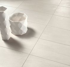 Tuscany, is home to the Apennine Mountains, and these Tuscan Stone porcelain tiles are reproduced in four restful tones in fabulously large slabs to reflect that heritage. They'll breathe life into any space, especially bigger floors, combining perfectly with both minimalist and elegant interiors. #decor #diy #walldecor #stonefloor #bathroomfloor #bathroomwall #kitchenwall #kitchenfloor #wetroom #hallway #walltile #floortile #stone #stoneeffect #stonetile #whitestone #whitefloor #whitetile Floor Grout, Wall And Floor Tiles, Wall Tiles, Brick Tiles, Stone Tiles, Stone Flooring, Kitchen Flooring, Grand Designs Show, In Natura