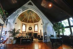 'The house found us': A peek inside Chicago churches converted to homes, apartments and condos - Chicago Tribune Luxury Condo, Luxury Apartments, City Living, Living Rooms, Church Building, Best Places To Live, Loft Spaces, Place Of Worship, Condominium
