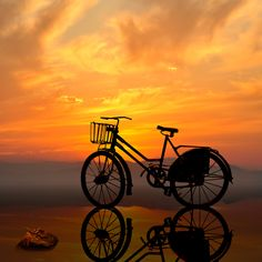 ☆ Old fashioned bicycle and sunset